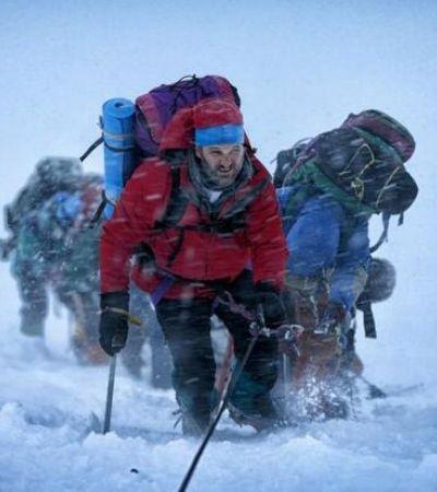 Под несущимся с горы снегом погибли 13 человек.