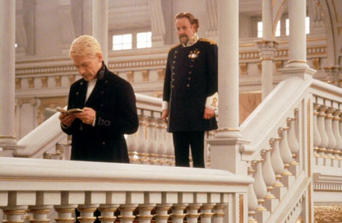hamlet compare and contrast movie and play Differences between hamlet the movie and the play: first of all, the play starts with the guards standing at the castle with horatio the guards and horatio are waiting for the ghost of.