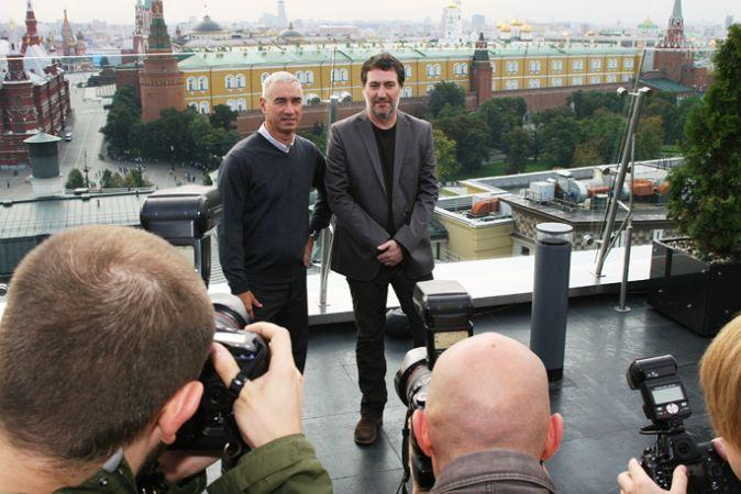 Джон Кьюсак и Роланд Эммерих в Москве