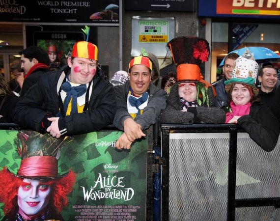 Королевская мировая премьера фильма «Алиса в стране чудес»