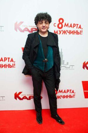В Москве поздравили мужчин с наступающим 8 марта!