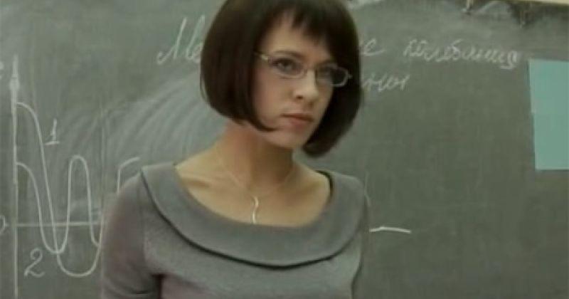 Учительница физики школа сериал фильм малышка с камерон диаз