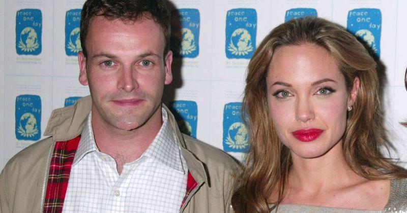 Анджелину Джоли снова заметили во время встречи с бывшим мужем