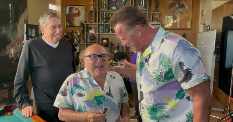 Арнольд Шварценеггер подарил Дэнни ДеВито сигару с сюрпризом по случаю воссоединения в сиквеле «Близнецов»