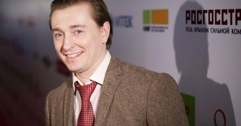 Сергея Безрукова госпитализировали с коронавирусом