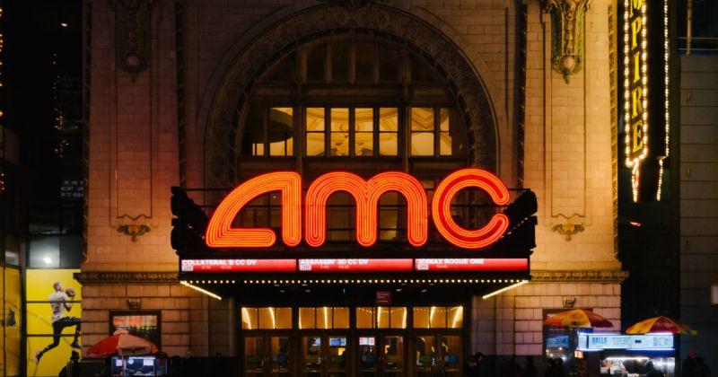 Глава киносети AMC раскритиковал Warner за решение выпустить фильмы одновременно в кино и онлайн