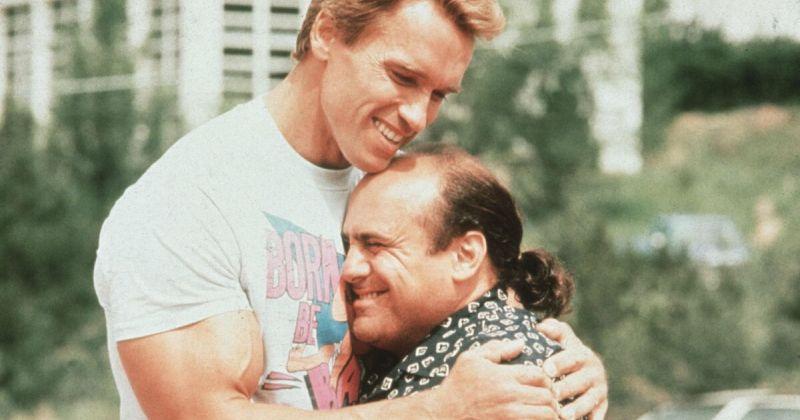 «Тройняшки»: Арнольд Шварценеггер и Дэнни ДеВито встретят нового брата в сиквеле комедии «Близнецы»