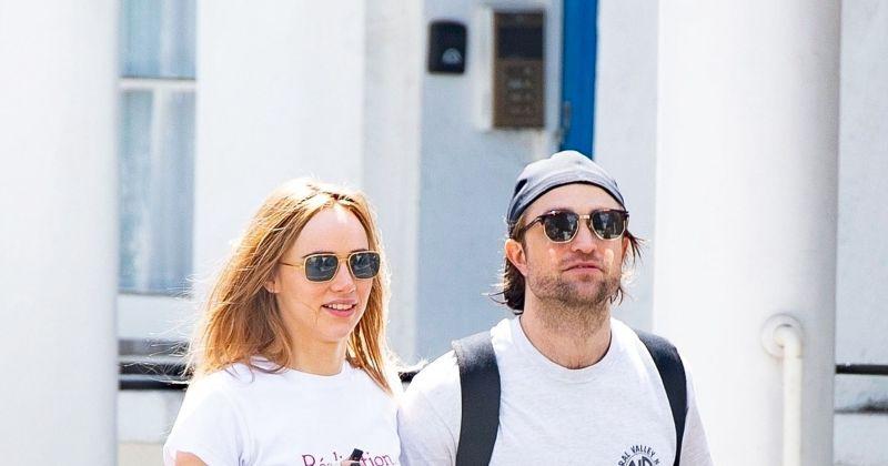 Фото: Роберт Паттинсон был замечен на прогулке с возлюбленной, впервые после положительного теста на Covid-19